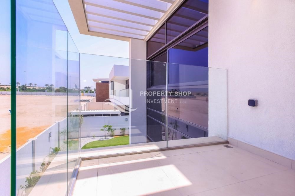 Balcony-Live in your dream home! Own a luxurious villa in West Yas.