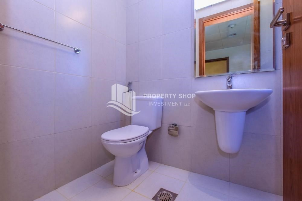 Bathroom-Single row 4 bedrooms overlooking the green belt.
