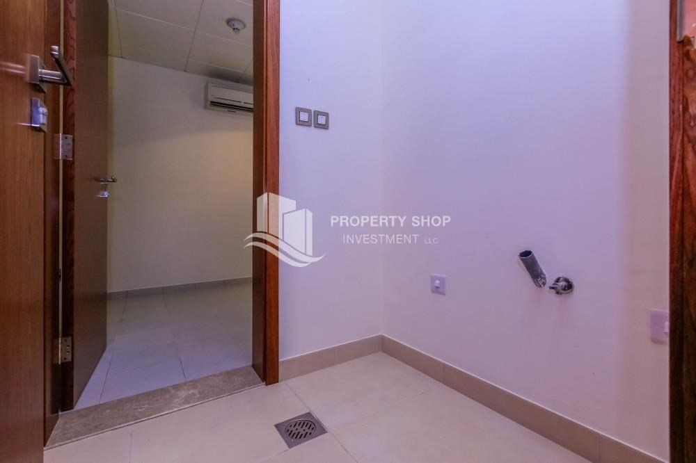 Laundry Room-High end villa with huge garden + Majlis