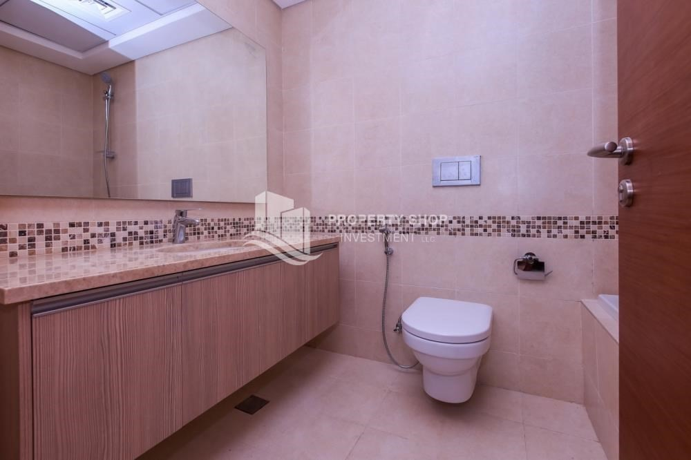 Master Bathroom-Island view Apt with balcony in Ansam.