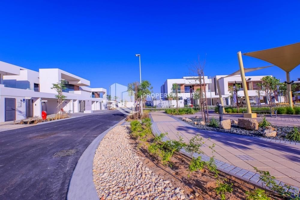 Community-Live in your dream home! Own a luxurious villa in West Yas.