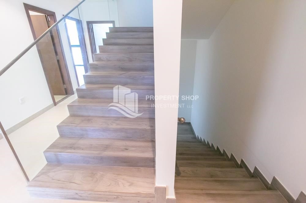 Stairs-5BR luxurious townhouse for rent.