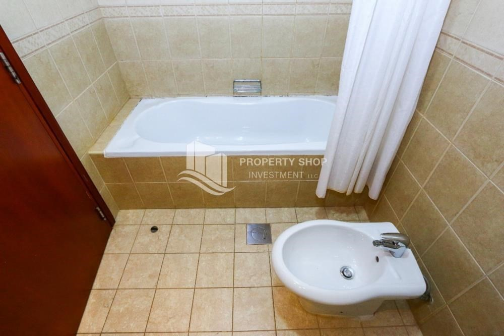 Bathroom-Luxurious 4+M BR Villa with 4 Parkings.