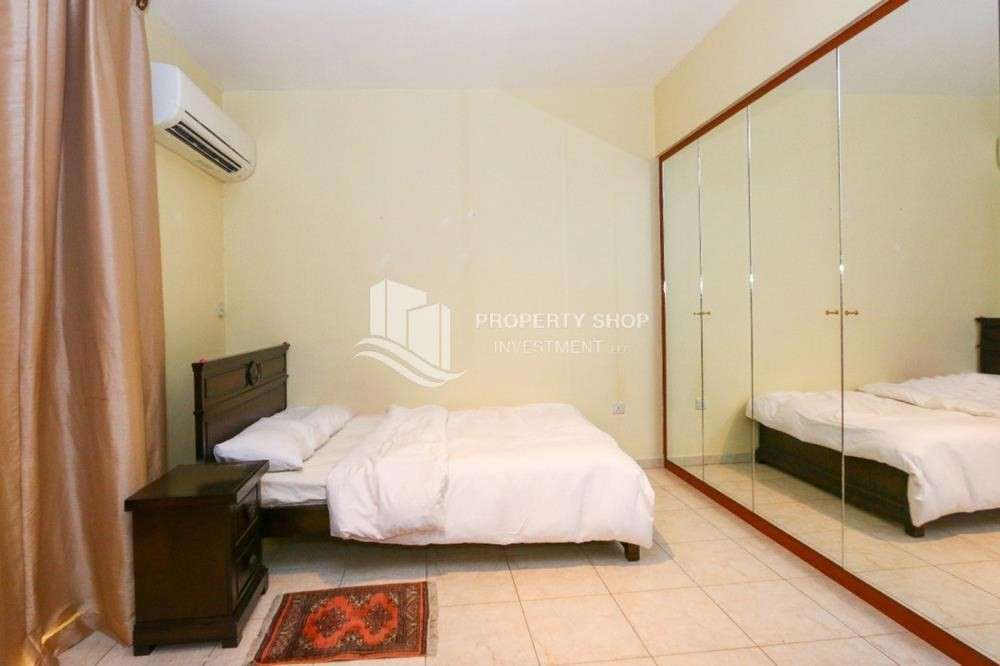 Bedroom-Luxurious 4+M BR Villa with 4 Parkings.