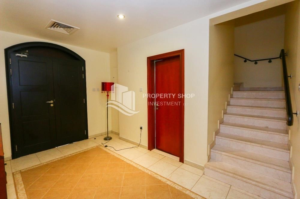 Foyer-Luxurious 4+M BR Villa with 4 Parkings.