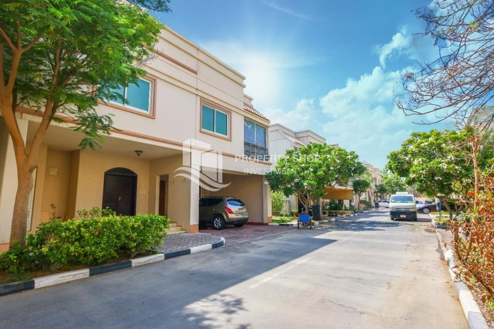 Property-Luxurious 4+M BR Villa with 4 Parkings.