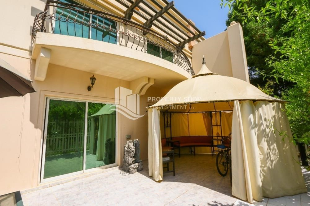 Terrace-Luxurious 4+M BR Villa with 4 Parkings.