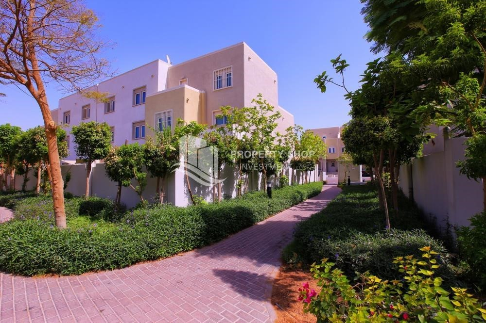 Community-Single row 3 Bedroom Villa with terrace.