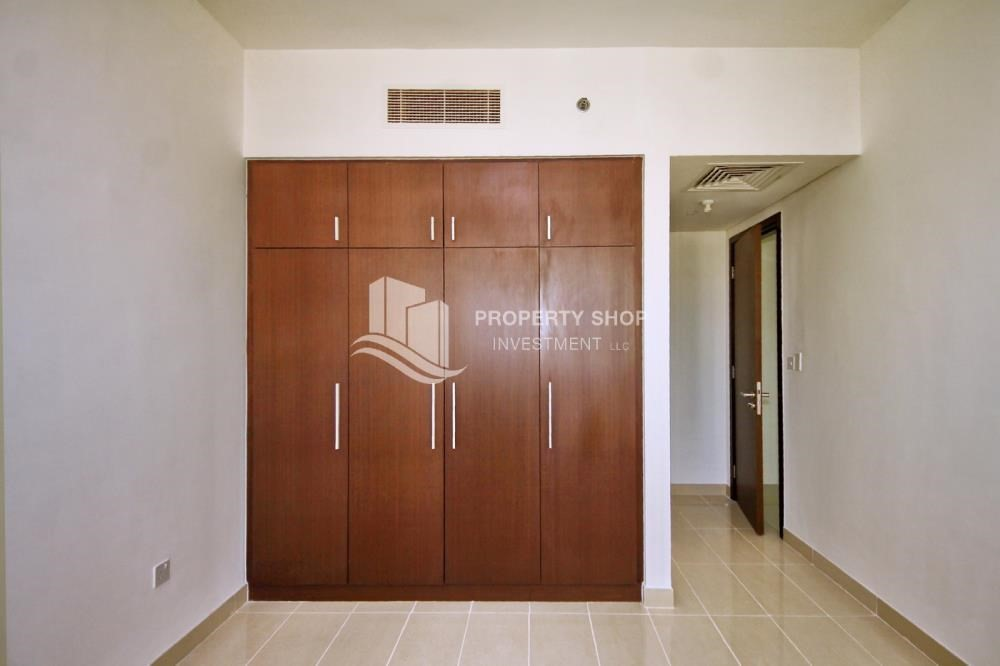Built in Wardrobe-Move now! High Floor Apt with reserved parking