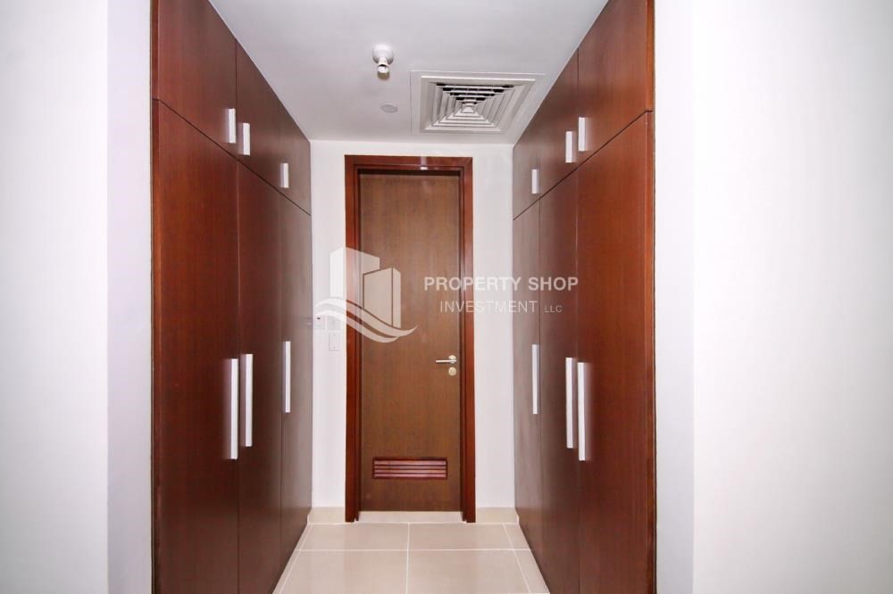 WalkIn Closet-Move now! High Floor Apt with reserved parking