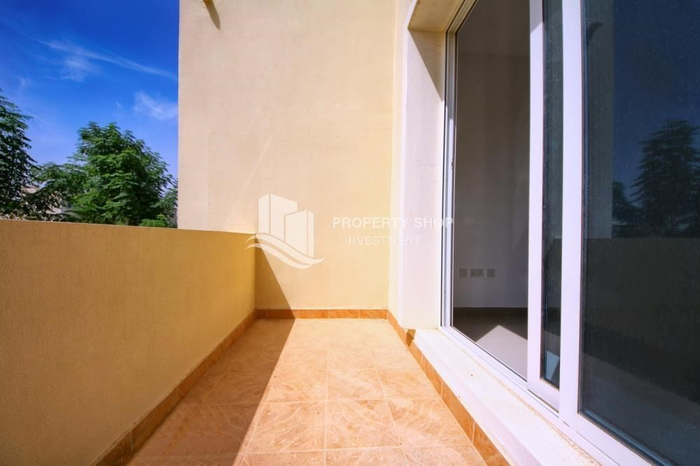 Balcony-Huge villa with Pvt pool and maid's room.