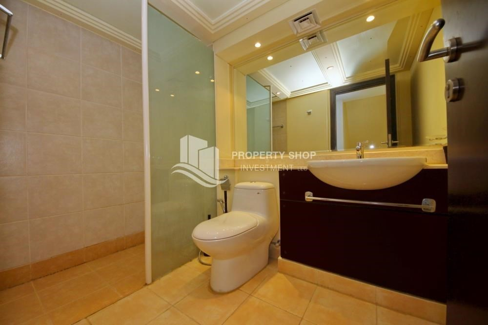 Bathroom-Huge villa with Pvt pool and maid's room.
