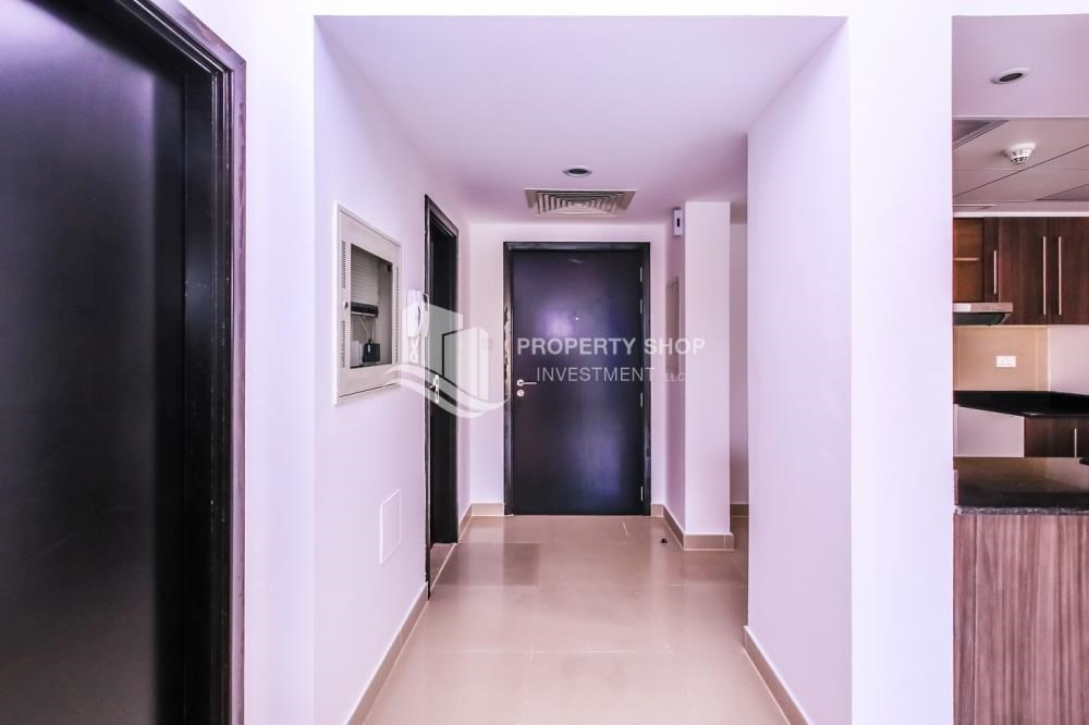 Foyer-Lowest price Apt with Underground parking -Type A.