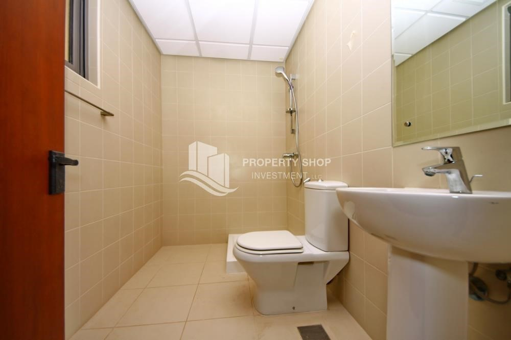 Bathroom-Huge 4Bedroom Villa in Saadiyat Island.
