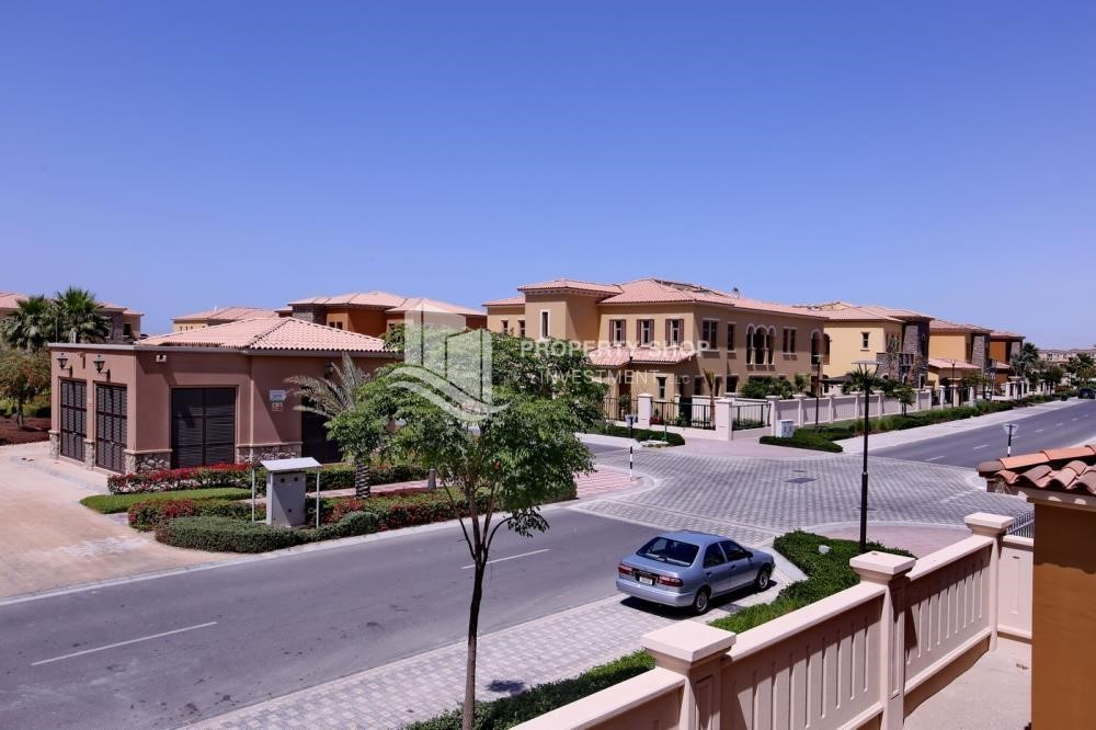 Community-Huge 4Bedroom Villa in Saadiyat Island.