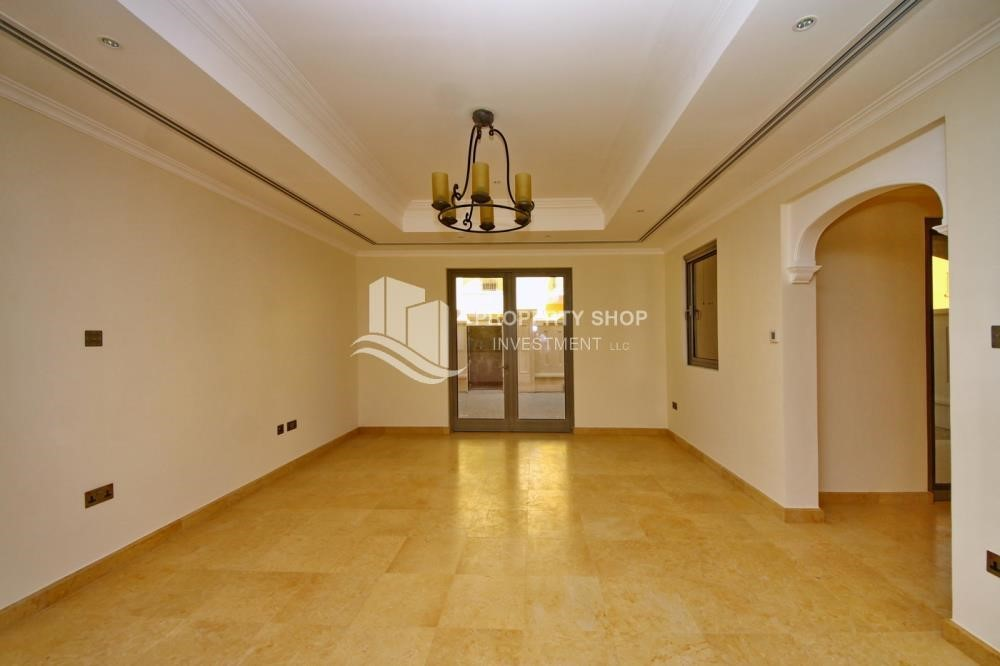 Dining Room-Huge 4Bedroom Villa in Saadiyat Island.