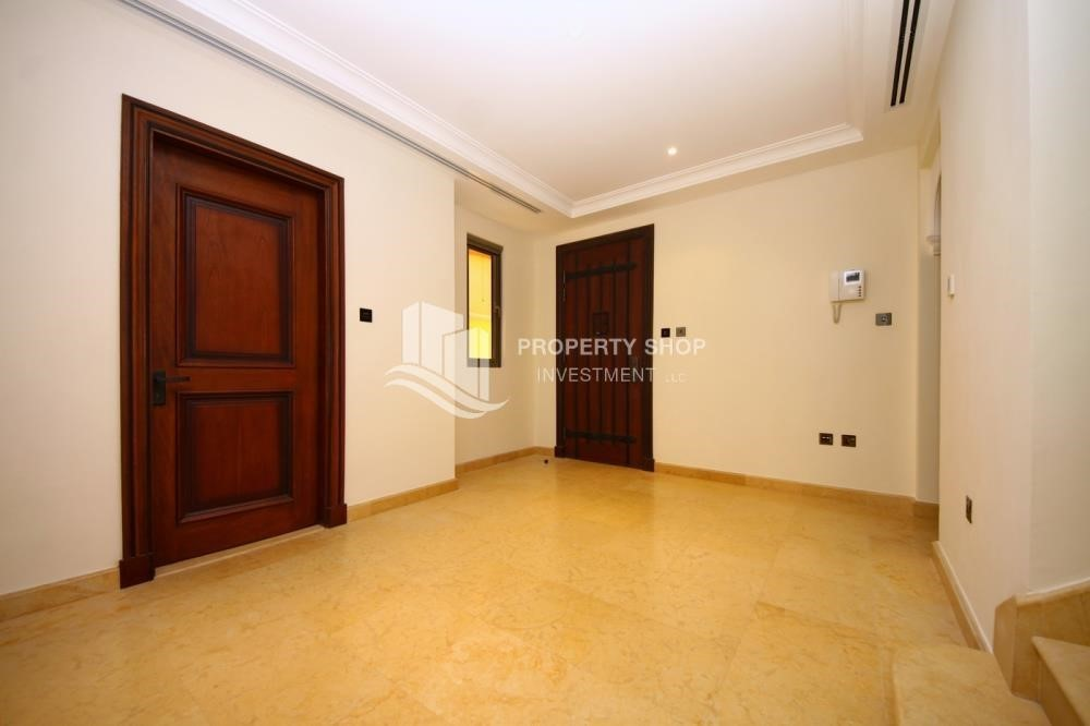 Foyer-Huge 4Bedroom Villa in Saadiyat Island.