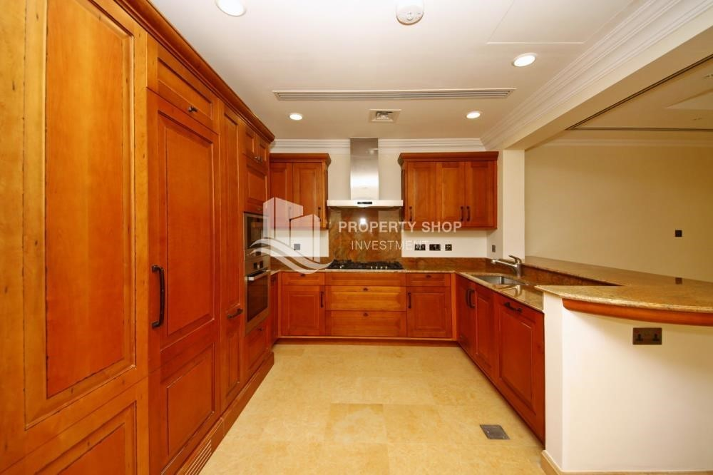 Kitchen-Huge 4Bedroom Villa in Saadiyat Island.