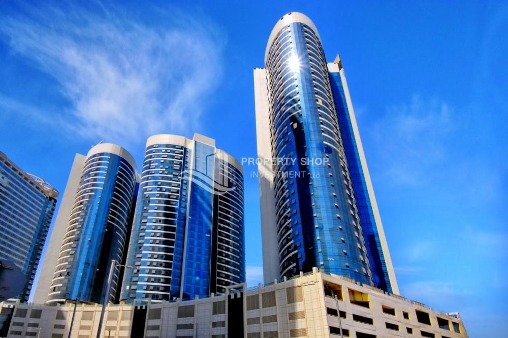 Community-Sea View Mid floor Apt with great facilities.