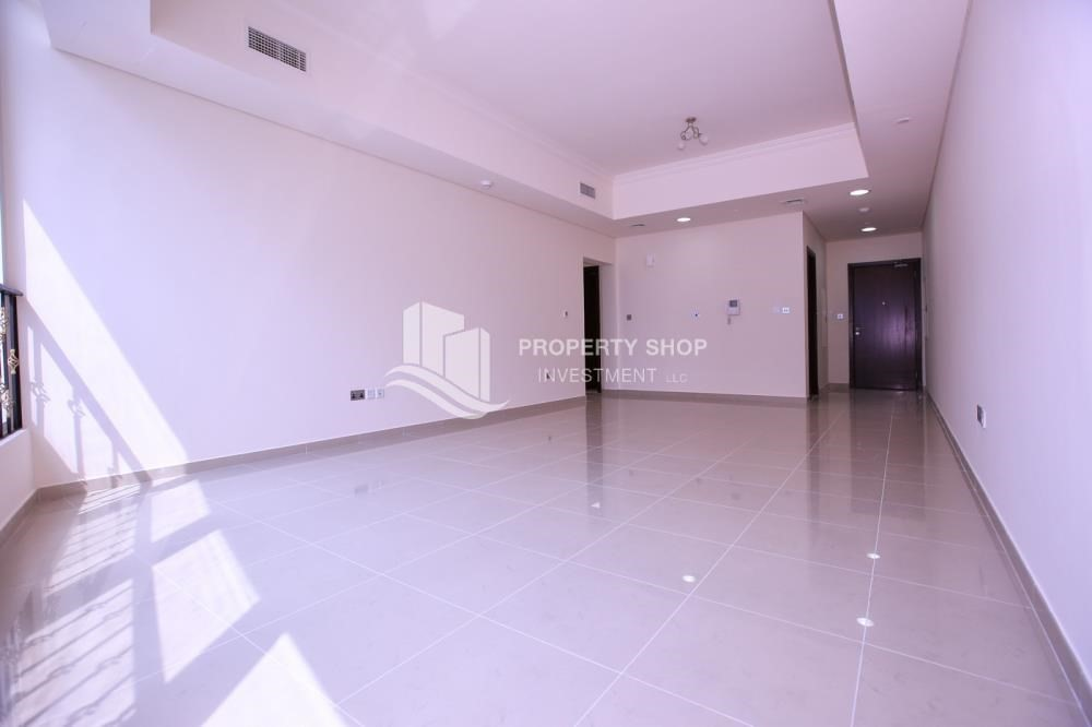 Dining Room-Sea View Mid floor Apt with great facilities.