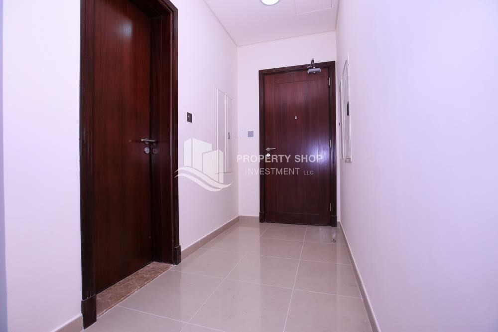 Foyer-Sea View Mid floor Apt with great facilities.