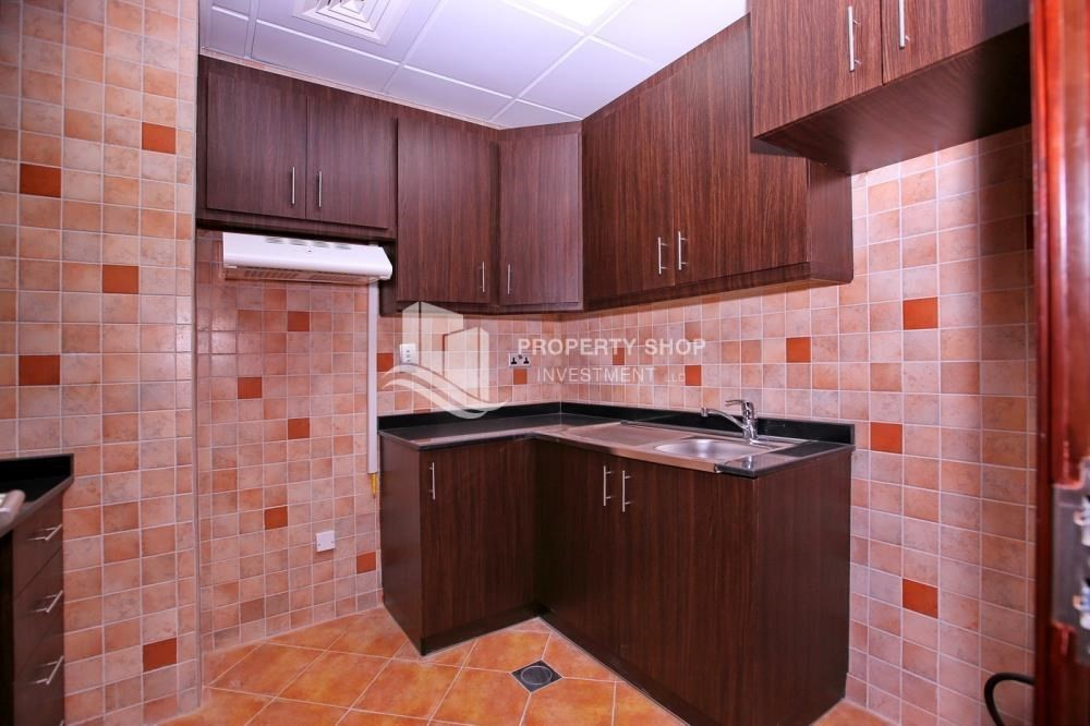 Kitchen-Sea View Mid floor Apt with great facilities.
