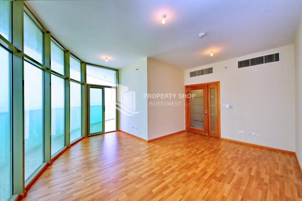 Dining Room-High floor Apt with full facilities