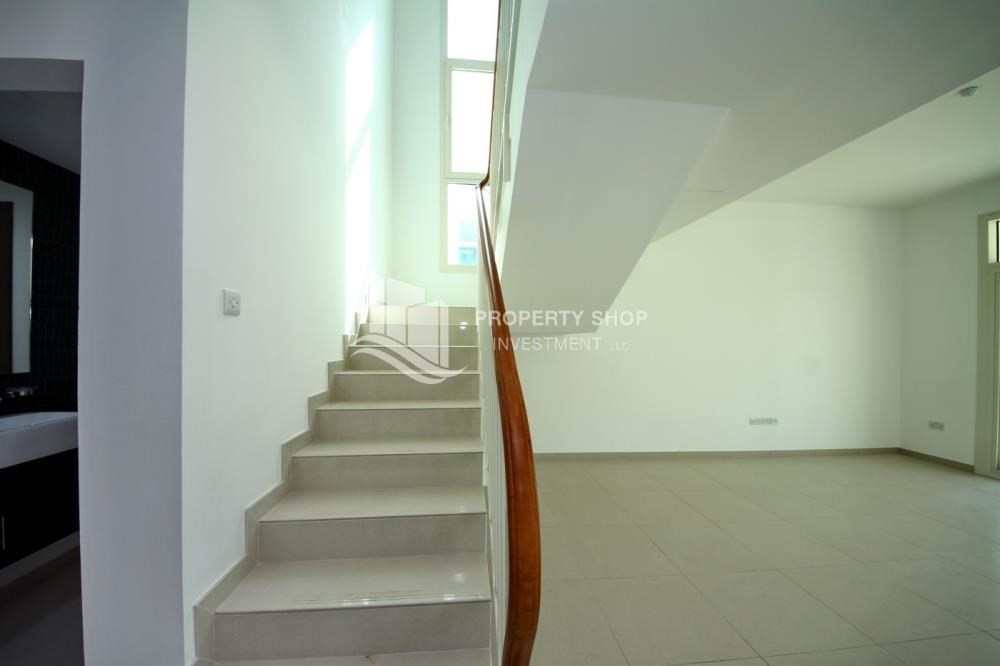 Stairs-Luxury on your doorstep! 3+1 Villa with spacious garden.