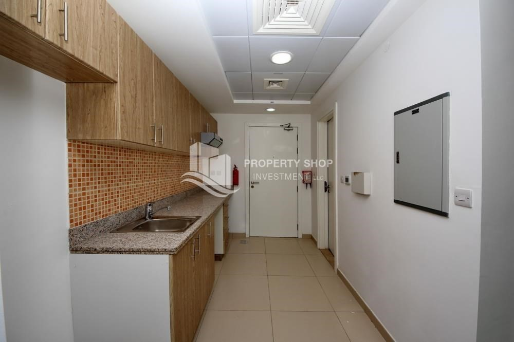 Kitchen-Vacant unit with balcony for rent immediately