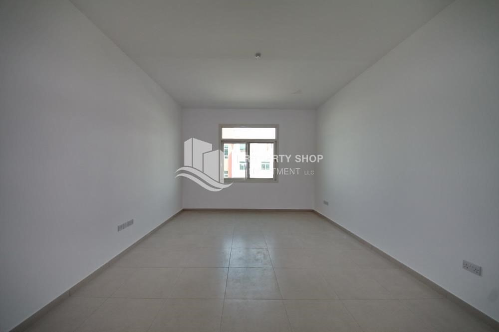 Living Room-Best price! Vacant Terrace Apt with great view.
