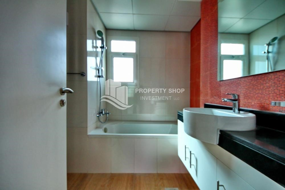 Bathroom-Vacant Studio with Full facilities.