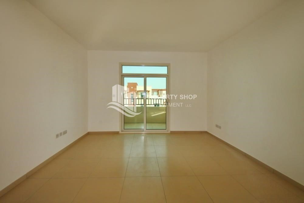 Bedroom-Vacant Studio with Full facilities.