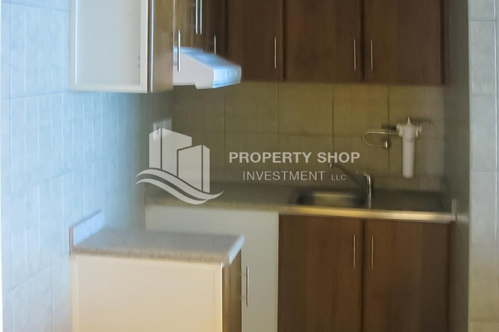 Kitchen-Amazing studio unit with Sea view for rent!
