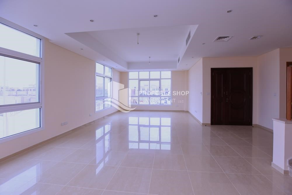 Living Room Luxurious 4 M Townhouse with 2 parking space. 4 Bedroom Townhouse for rent in Al Forsan Village   Khalifa City A