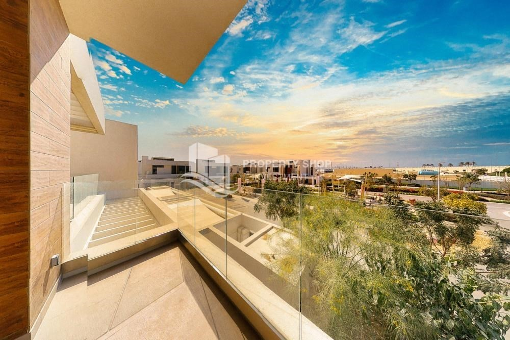 Community-New Development in Yas Island: A Luxurious 4 br villa in West Yas for sale.