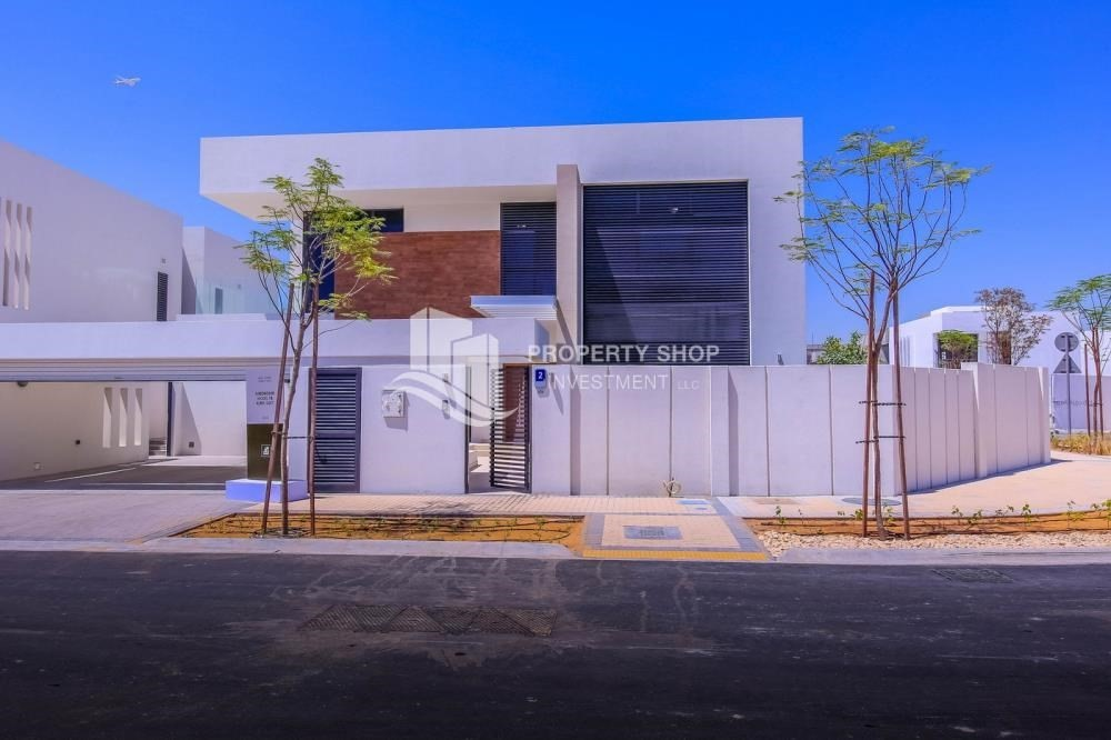 Property-New Development in Yas Island: A Luxurious 4 br villa in West Yas for sale.