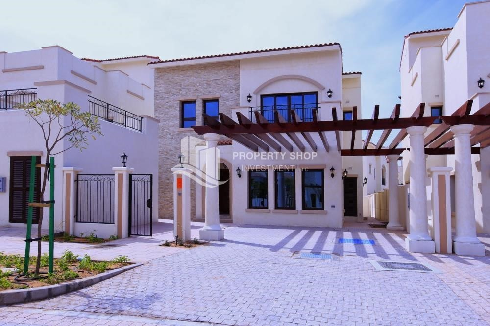 Property-Bloom Gardens, Phase 2, 4BR Villa available for sale.