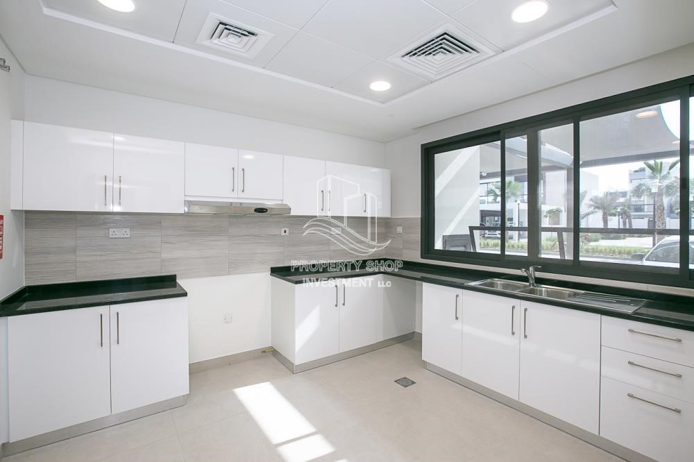 Kitchen-3 bedroom Townhouse for sale