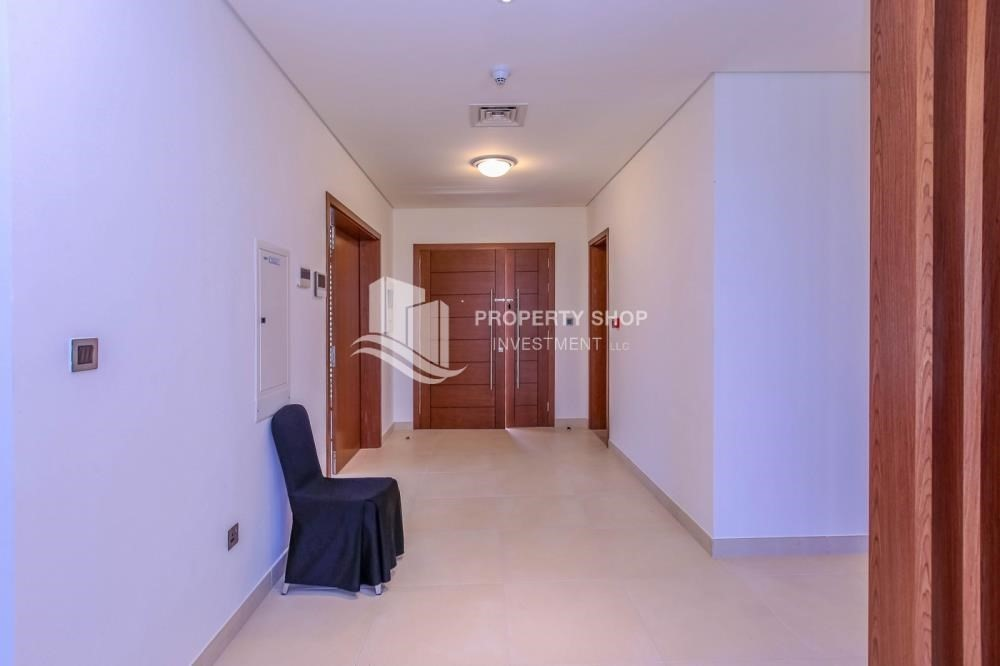 Foyer-Luxurious 4+M+Majlis with Family Living.
