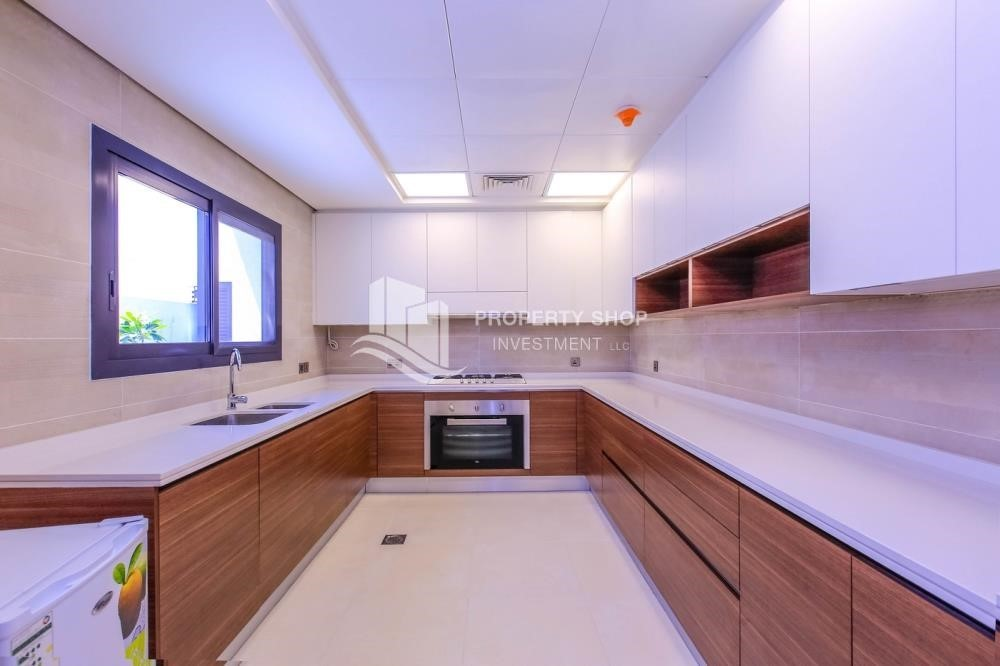 Kitchen-Off-plan! Get a chance to own a property in a luxurious community in West Yas