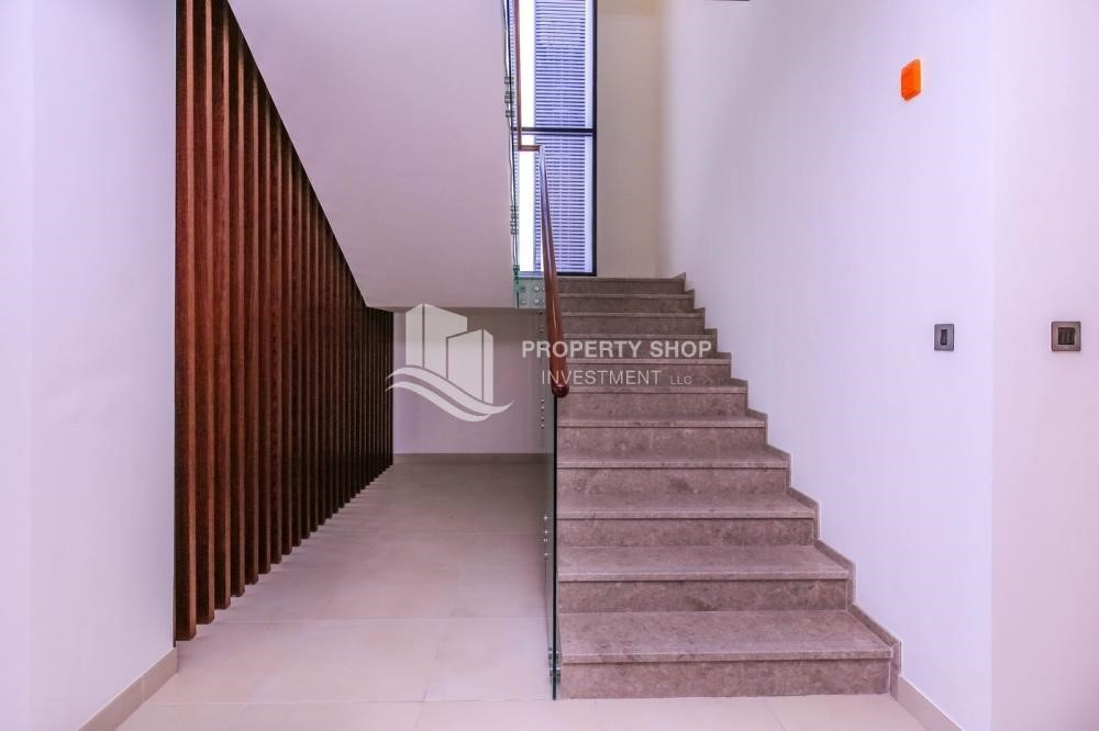 Stairs-Off-plan! Get a chance to own a property in a luxurious community in West Yas