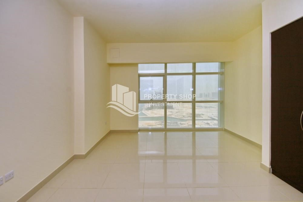 Bedroom-Spacious sea view apt with open kitchen amd parking.