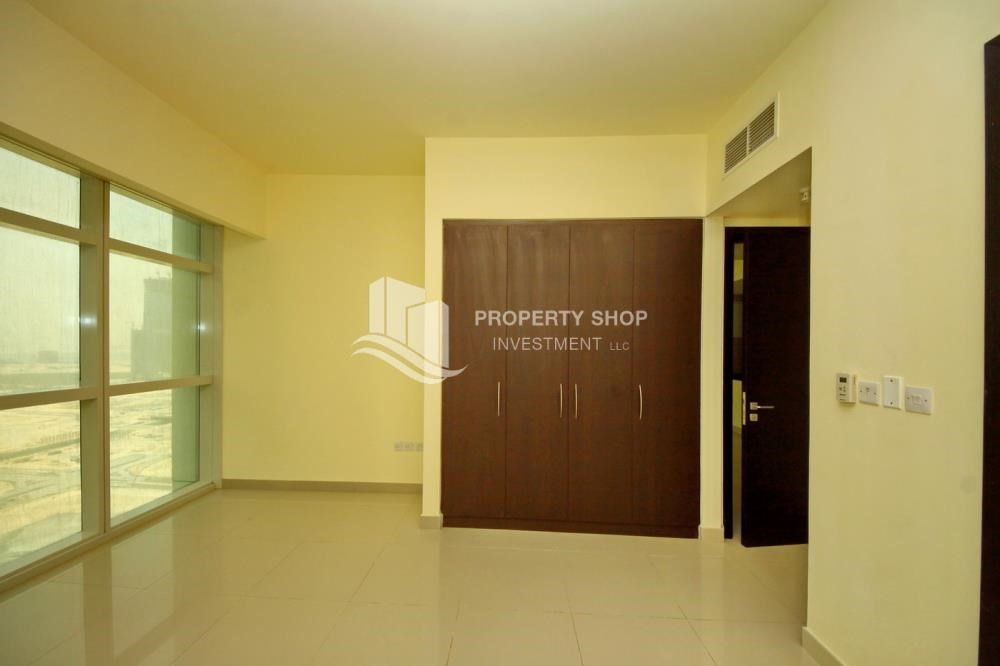 Built in Wardrobe-Spacious sea view apt with open kitchen amd parking.