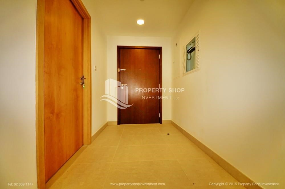 Foyer-Sea view Apt upto 12 Cheques + No Leasing Commission.