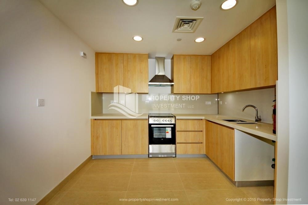 Kitchen-Sea view Apt upto 12 Cheques + No Leasing Commission.