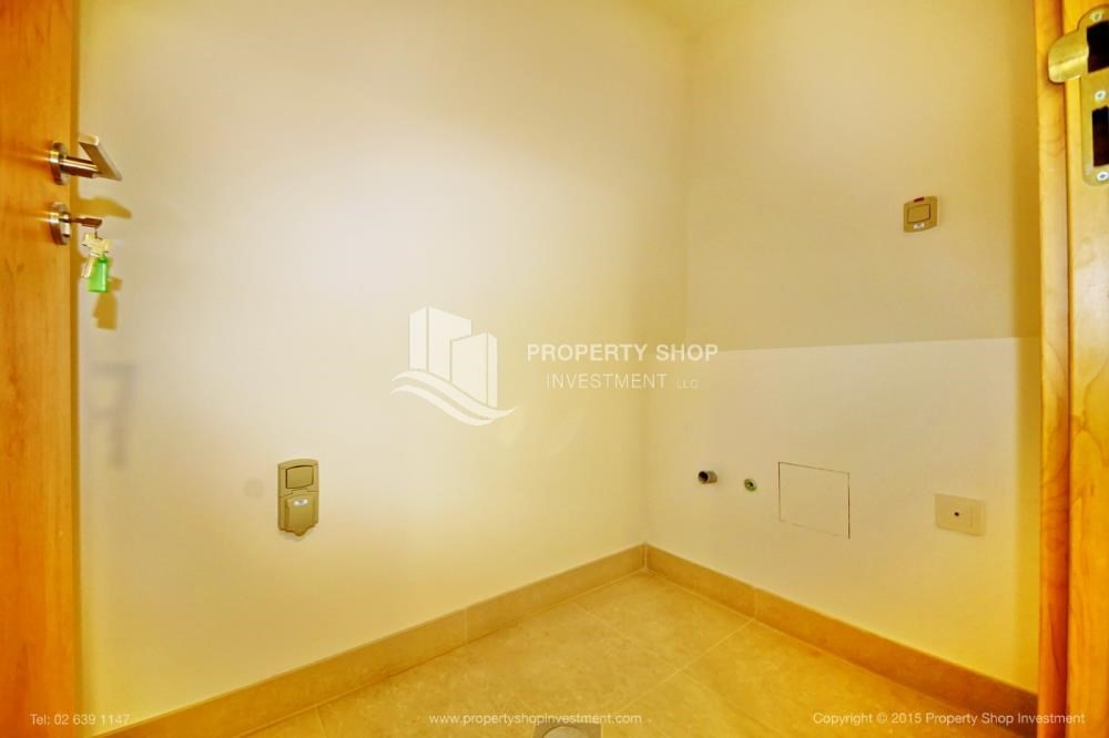 Laundry Room-Sea view Apt upto 12 Cheques + No Leasing Commission.